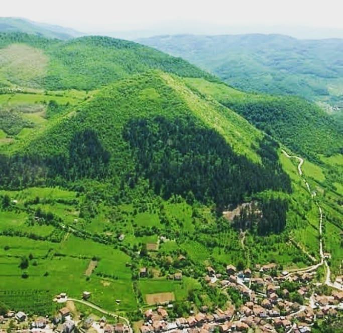 قرب الصيف🌻🌻🌻🌻 لذا امتلك الان فى اجمل بقاع الارض فى منطقة فيسكو بجوار الاهرامات البوسنية الشهيرة