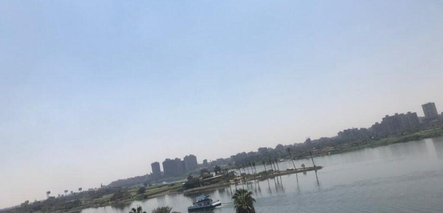 شقتان علي الكورنيش النيل مباشرة