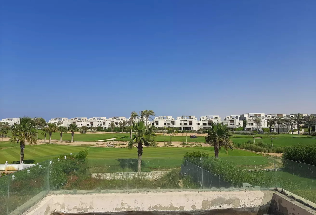 3في1شاليه صف اول علي الجولف للبيع في هاسيندا باي