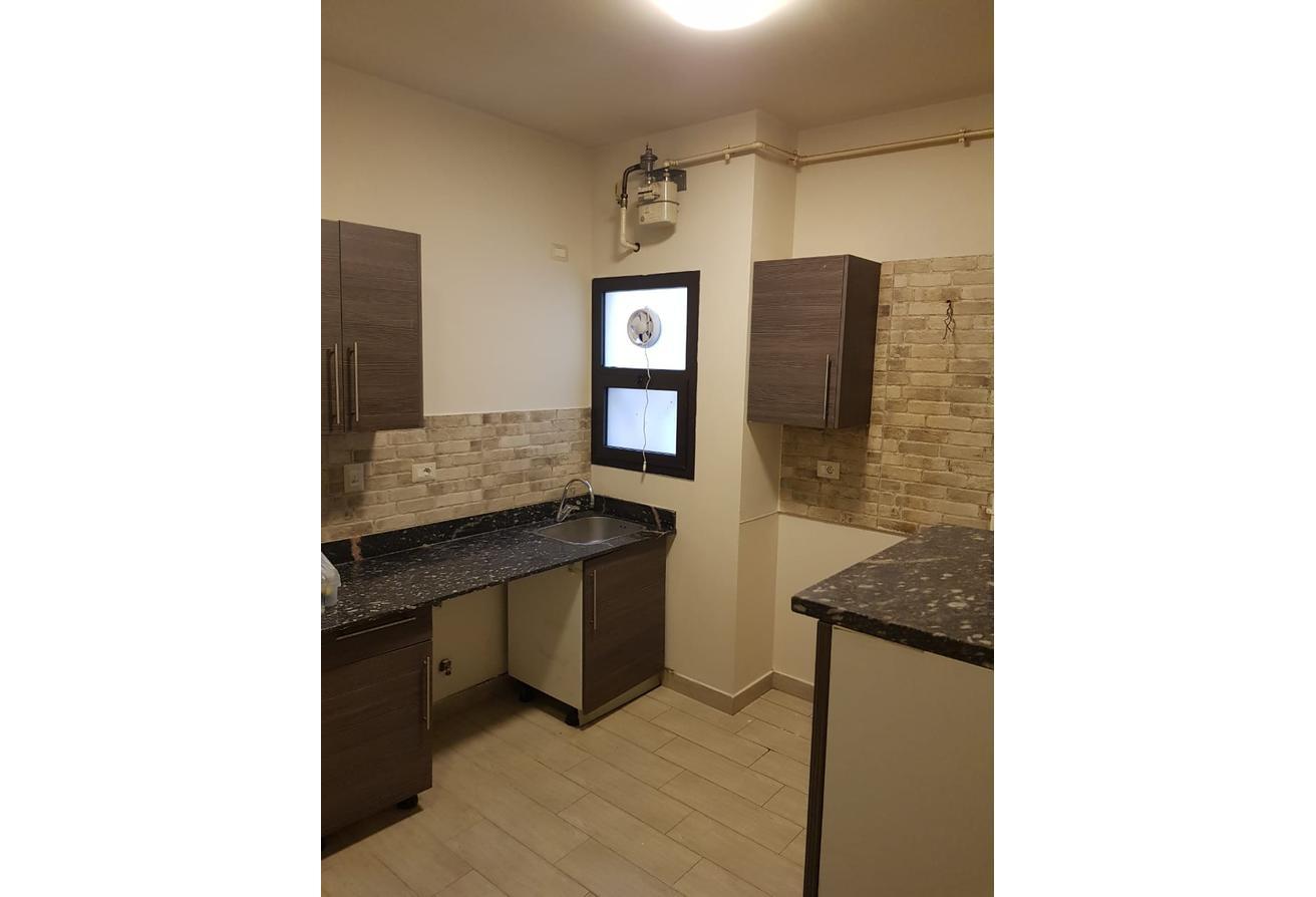 شقة 154م في ويست تاون للايجار دور اول مكيفات ومطبخ