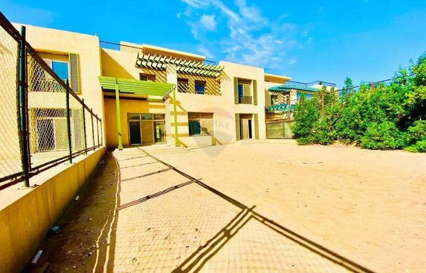 للبيع في اليجريا تاون هاوس كبير ٥ غرف نوم