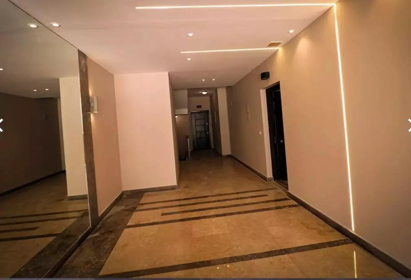 شقه 3 غرف للبيع التجمع استلام فوري متشطبه