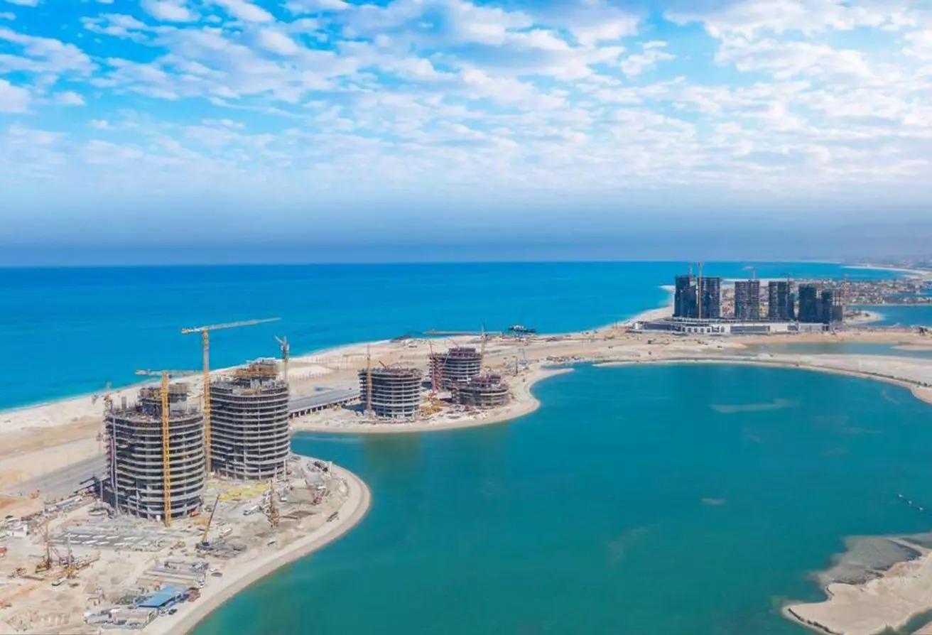 شقة ريسيل 90 متر على البحر أبراج العلمين الجديدة