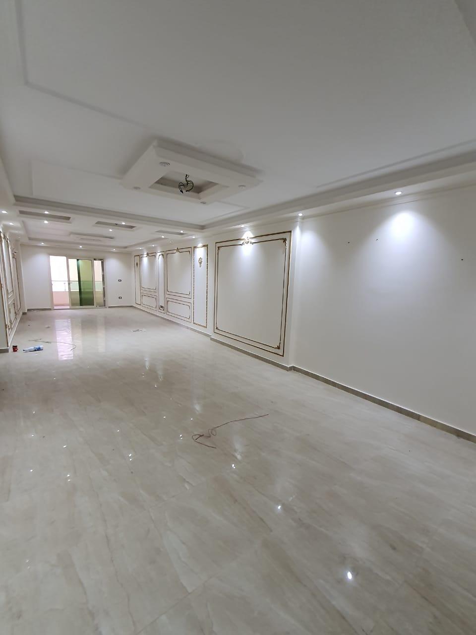 للبيع شقة في سموحة (200م) خطوات من شارع فوزي معاذ و ميدان علي ابن ابي طالب بمطلات بحرية مفتوحة