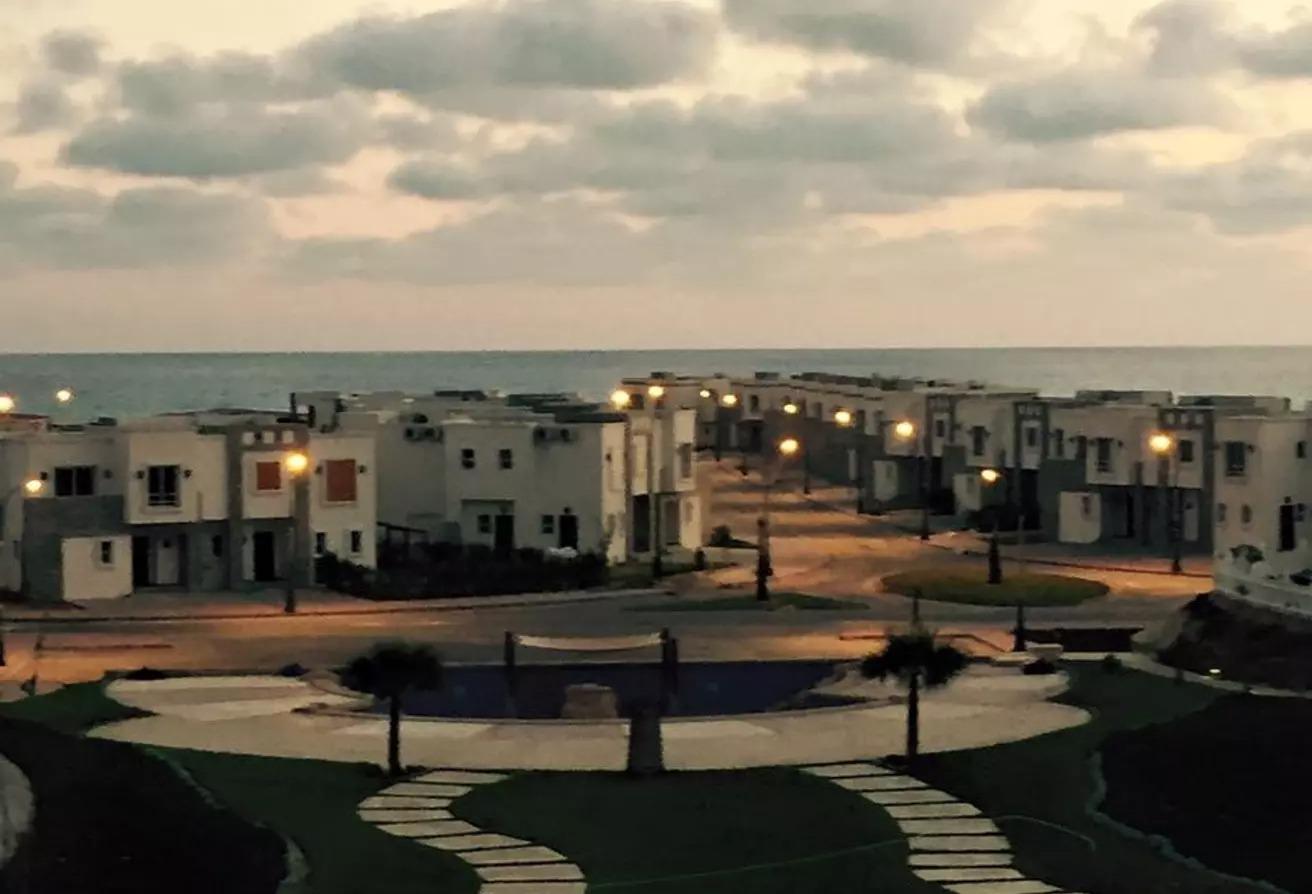 منزل مزدوج للبيع في أمواج, العلمين
