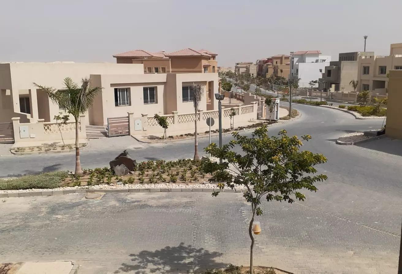 تاون هاوس للبيع في جولف فيوز, طريق مصر اسكندرية الصحراوي