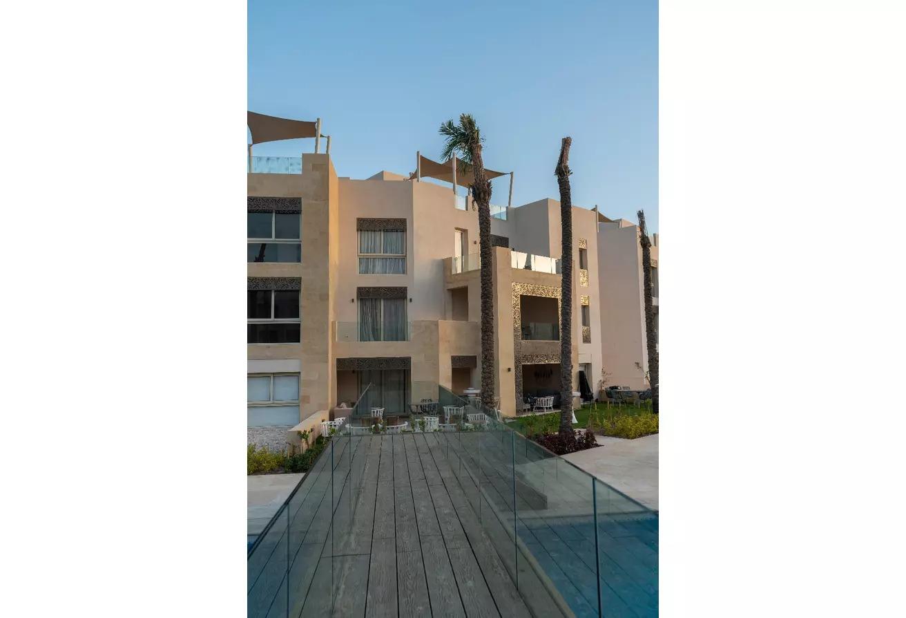 شقة ارضي 130 م في مانجروفي الجونة بالتقسيط 4 سنين.